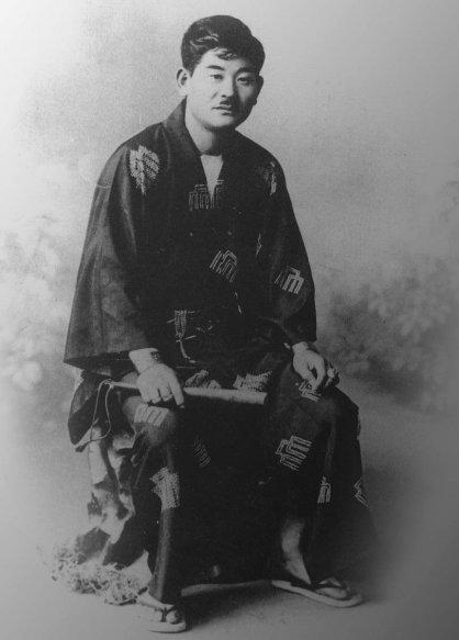 初代社長の唯助さん(1911年)