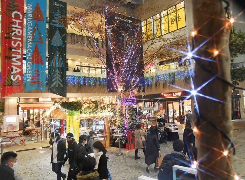 光の空間が広がり、クリスマスムードを演出する丸亀町グリーン=香川県高松市(フィルター使用)